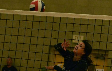 Volleyball team falls in close 5-set match to Western