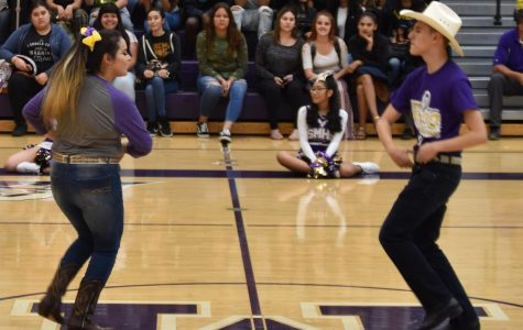 Senior Kelly Medina Leads Folklorico To New Experiences