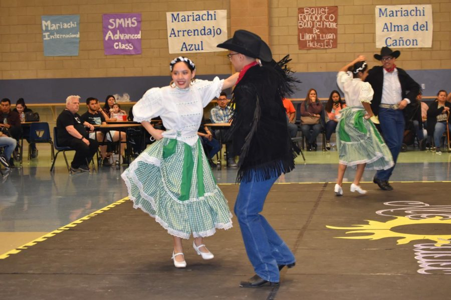 Folklorico Performs for Bailey Middle School